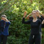 Groupe de pratiquants du Qigong au cours du stage d'été Tai chi Qigong Meditation Aikido Dieulefit 2018